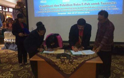 IHDN Denpasar Fasilitasi Mahasiswa Tunanetra dengan e-Pub